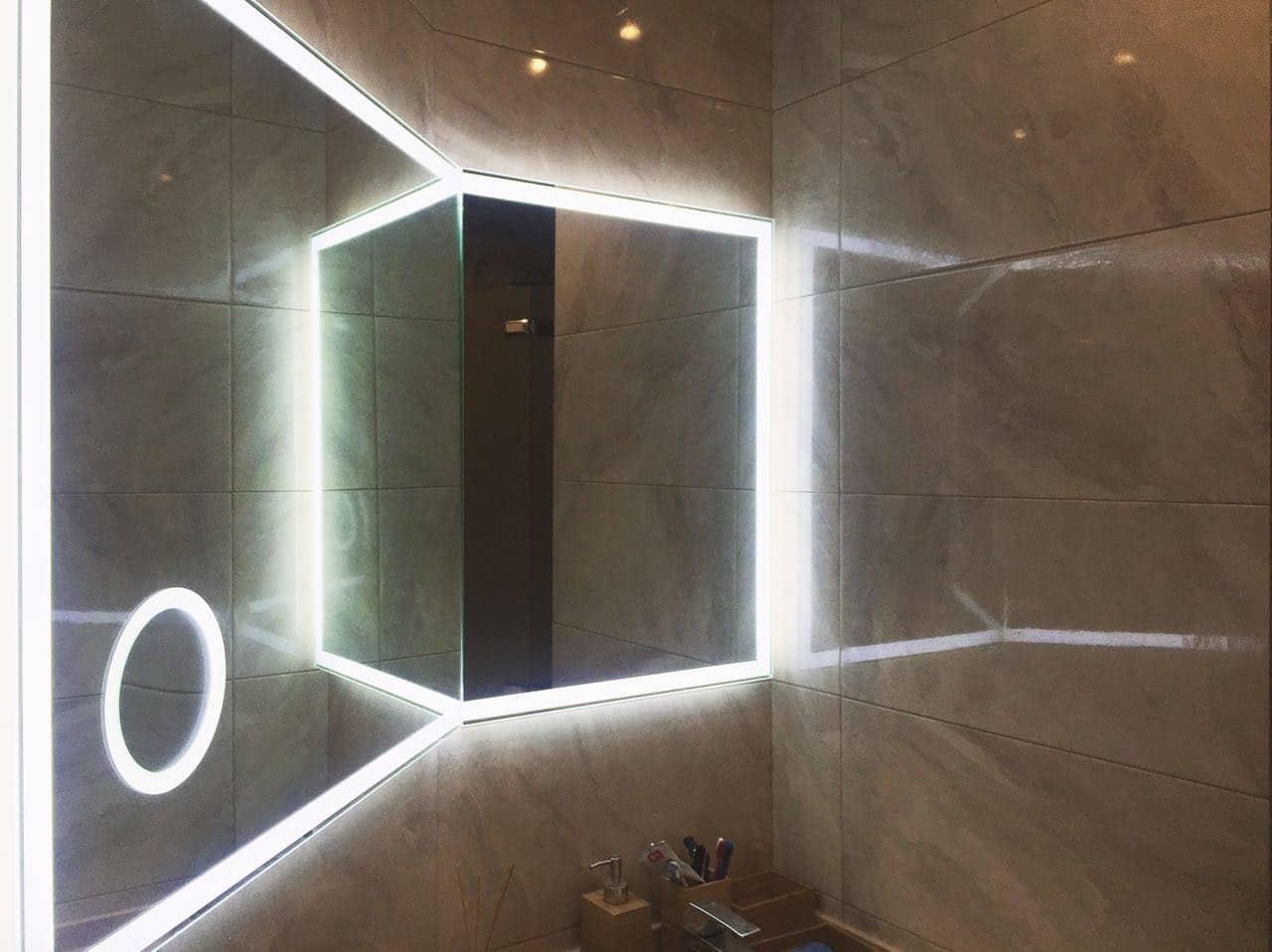 зеркало с подсветкой в ванной комнате