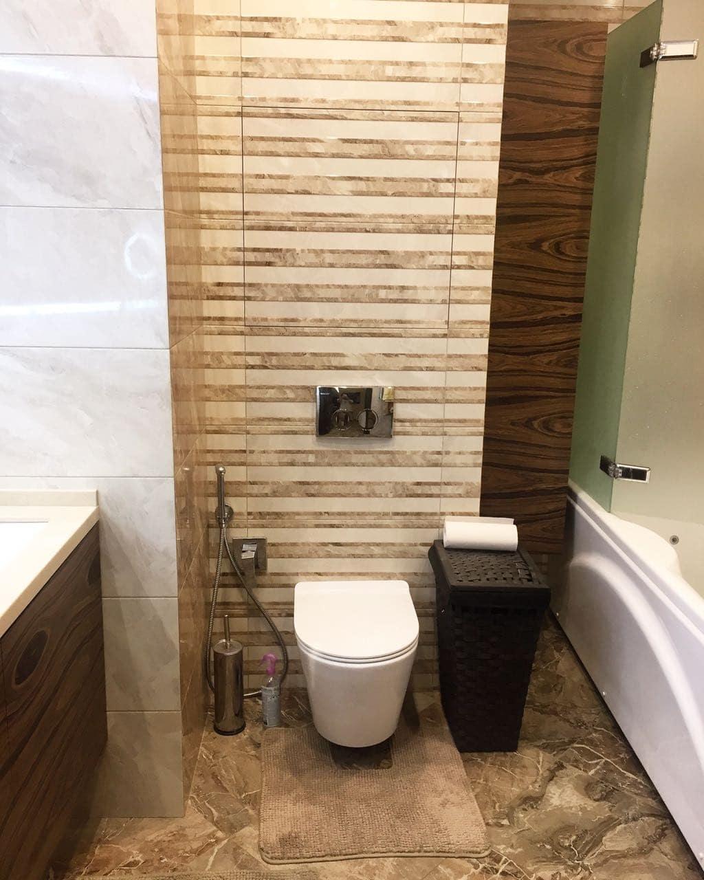 туалет в ванной комнате, унитаз