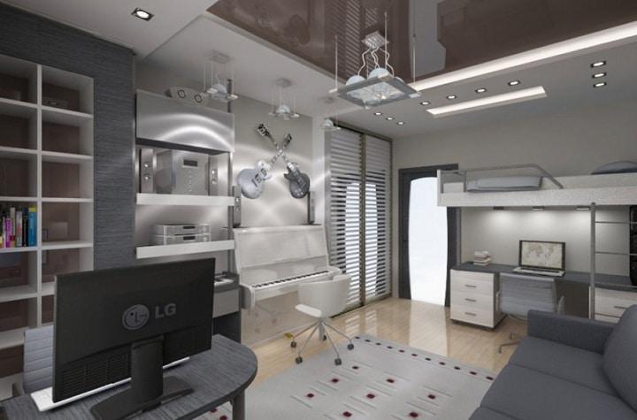 Интересное решение для музыкальных парней. Глянцевый натяжной потолок добавляет света и бликов в интерьер.