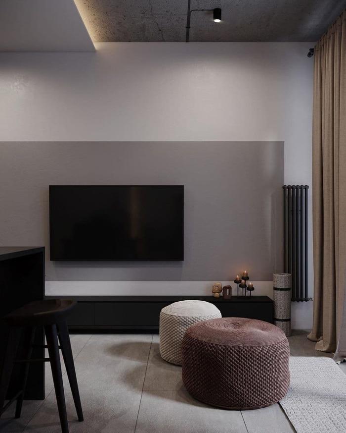 Телевизионная зона декорирована мраморным пано и длинной батареей отопления.
