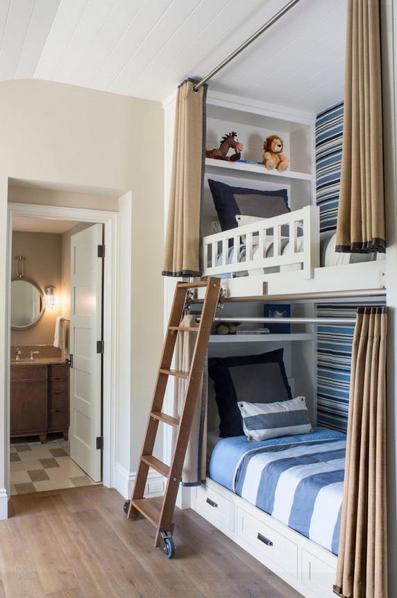 В узких помещениях, целесообразней расположить кровать друг над другом. Фото Идеи Дизайн Детской Комнаты для Мальчика и Девочки в 2021 году