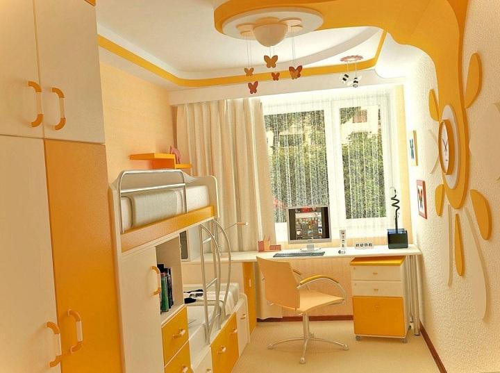 Двух ярусная кровать для небольшой площади в интерьере. Сочные оттенки желтого и оранжевого цвета дают помещению изюминку. Потолки изготовлены из ГЛК, окрашены в матовой краской.