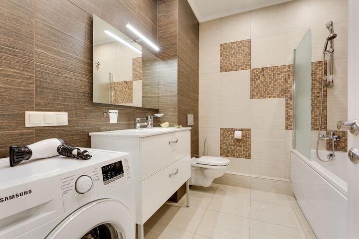 Самое сложное в интерьере это ванна и туалет. Как правило вы ходите по магазинам и выбираете, что вам понравится, но в большинстве случаев данные помещения очень маленькие и сделать красивую раскладку плитки бывает зачастую сложно. Вам поможет визуализация интерьера. Где дизайнер или компания продавец поможет вам сделать правильный выбор в пользу той или другой коллекции.