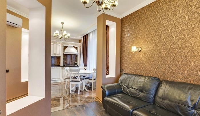 Вид на кухню из гостиной. Дизайн проект в ЖК «Парк Апрель», планировка студии.