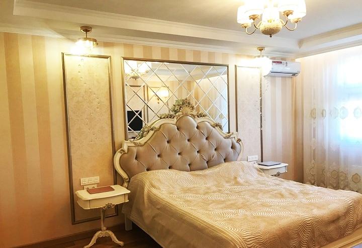 Единый стиль интерьера присутствует во всех помещениях. Цвета и палитра немного варьируются, но концепция осталась.