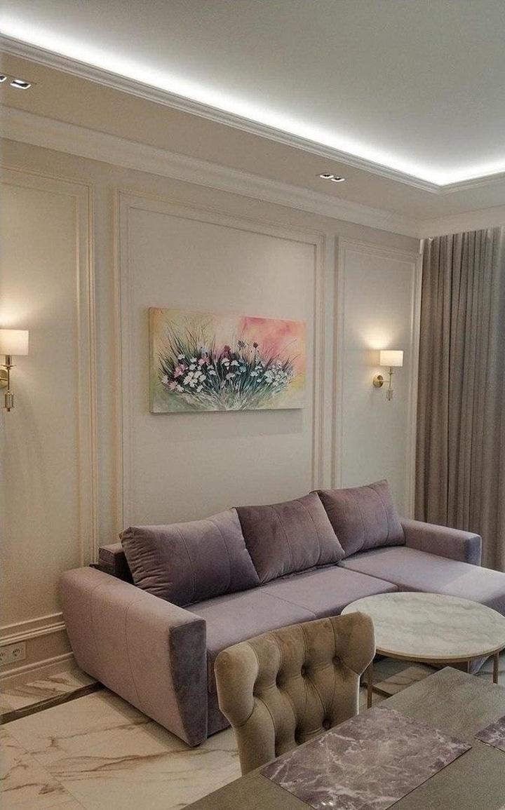 Место отдыха в гостиной. Бра на стенах размещены точным образом и рассчитываются на первичном этапе - составление технического проекта.
