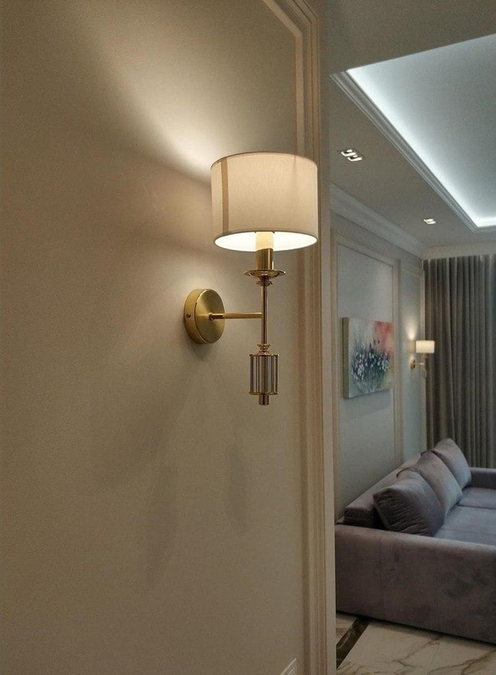 Бра выбраны под золото для сочетания со с цветом стен.