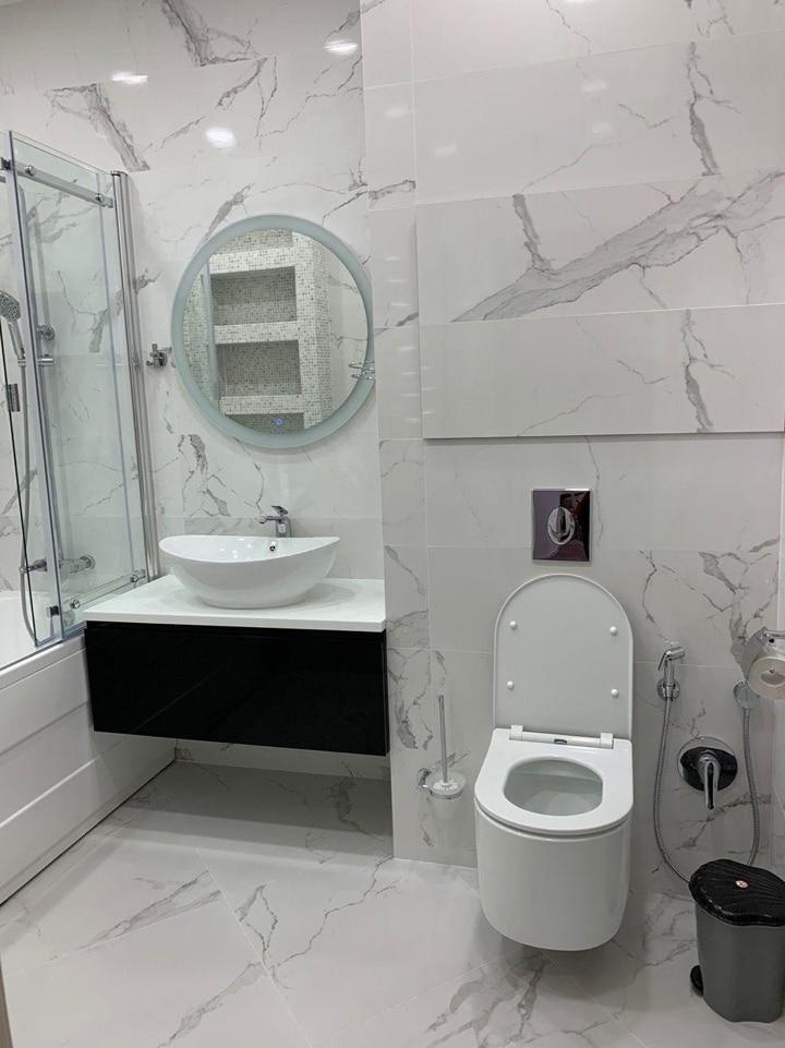 Объединили ванную комнату и туалет, для правильного монтажа дверной коробки. Дизайн Проект Дома Серии И-209А, Набережная Новикова-Прибоя 3.