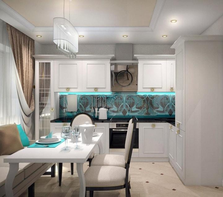 Гарнитур в белом исполнении нео классика. Организована подсветка нижних шкафов. Фартук из стеклянных панелей с абстрактным рисунком. дизайн кухни фото 2019 — 2020 современные идеи.