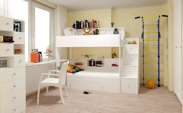 Белая детская комната с бежевыми обоями.