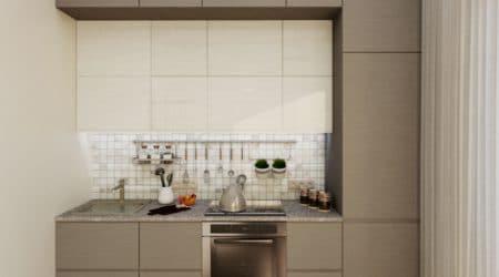обстроенная до потолка, множеством шкафов мини-кухня в светло-коричневых оттенках
