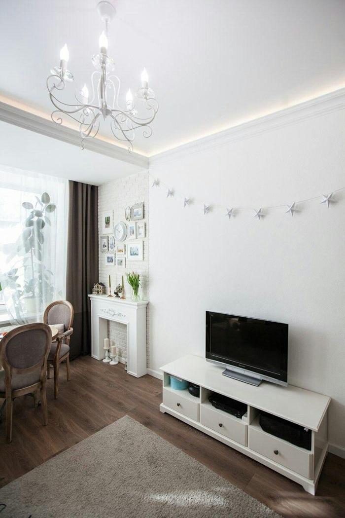 Камин - портал в классическом стиле. Дизайн проект квартиры в ЖК Серебряный квартет, планировка и ремонт.