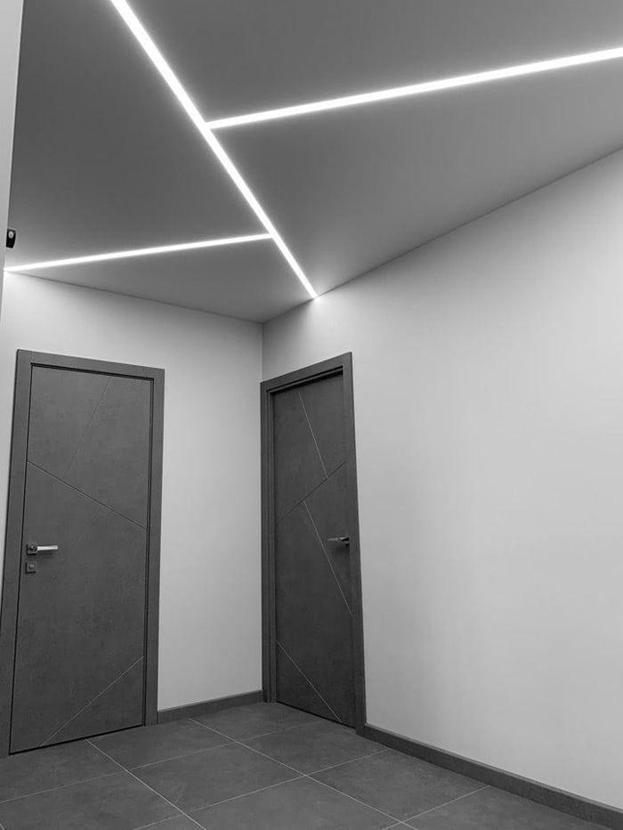 Линии световые на потолке.