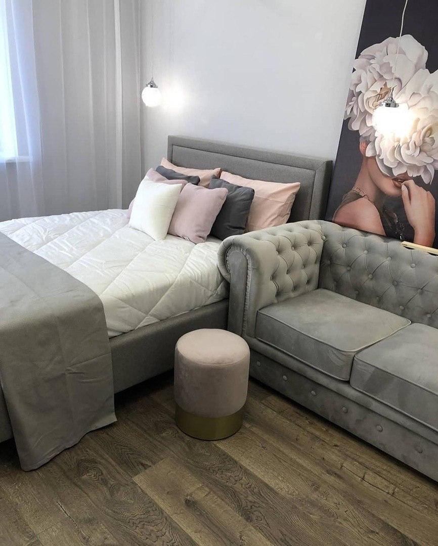 Серый диван и кровать. Ремонт по Дизайн Проекту (в МФК Царская Площадь).