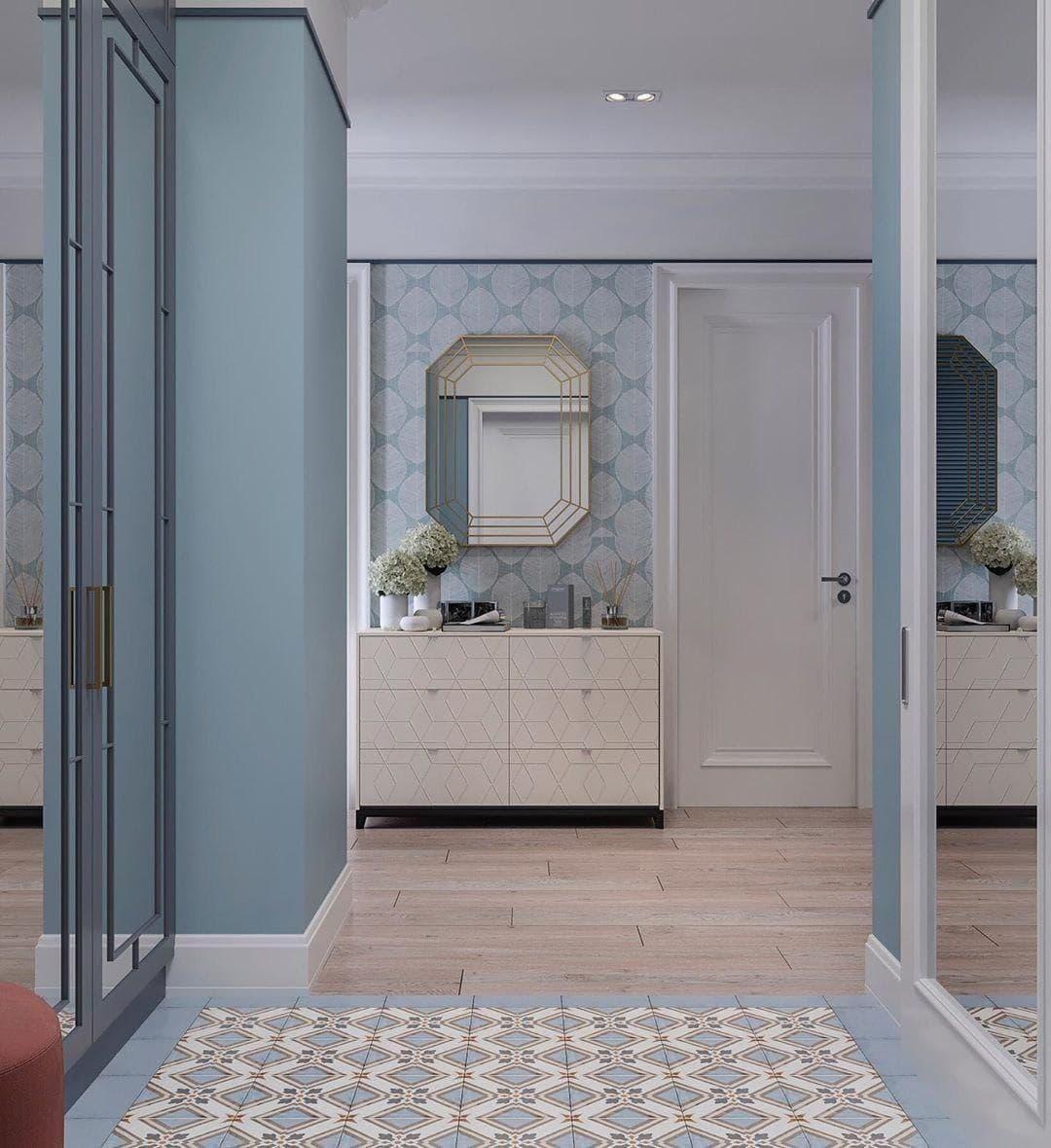 Голубая плитка в сочетании с цветом светлого дерева. Стены под покраску в цвет пола. Белые плинтуса зонируют пространство.