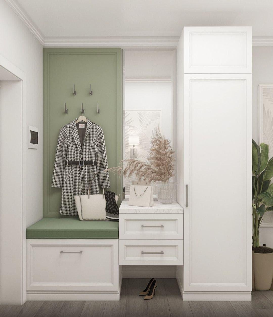 Сочетание белого и светло зеленого цвета в прихожей.